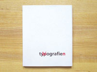 a minimalistic cover, white, with the combined words typ/bi-ografie(n)